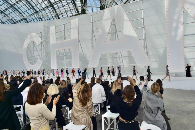 La marca francesa apostó por el glamour cinéfilo en París