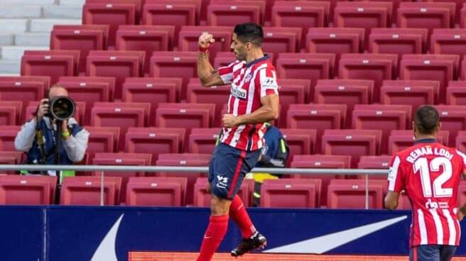 Luis Suárez celebra un gol en su debut con el Atlético de Madrid