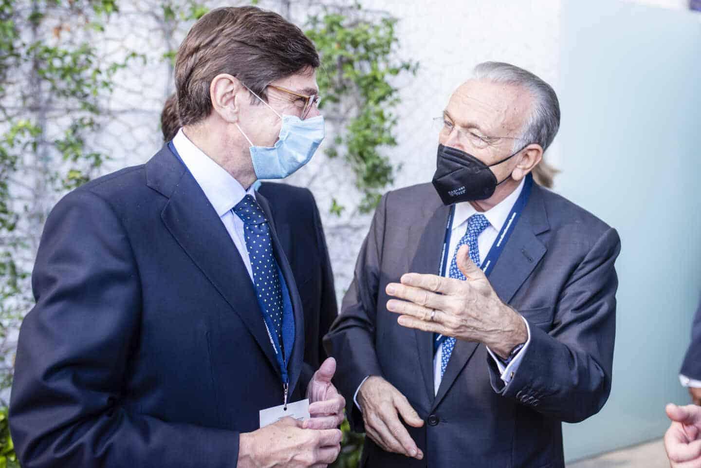 José Ignacio Goirigolzarri, presidente de Bankia, e Isidro Fainé, presidente de La Caixa, en el Congreso de Directivos CEDE.