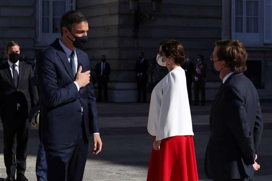 Pedro Sánchez e Isabel Díaz Ayuso, en los actos del 12 de octubre.