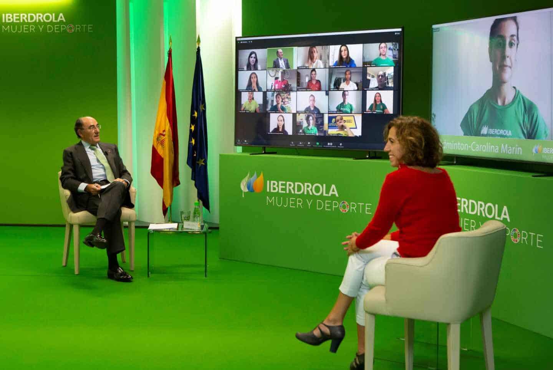 El presidente de Iberdrola, Ignacio Sánchez Galán, y la presidenta del CSD, Irene Lozano, en un encuentro virtual con deportistas.