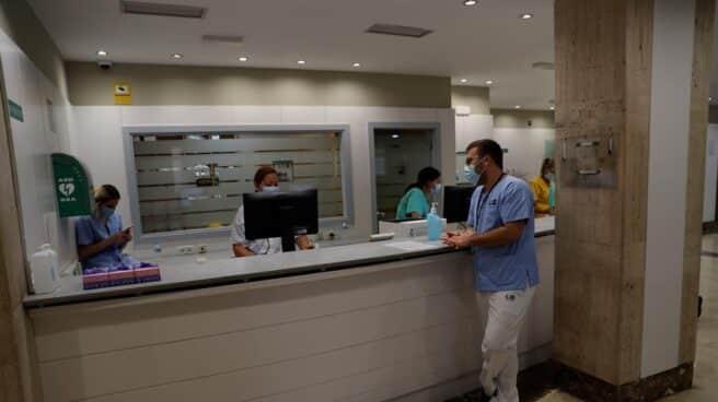 Recepción de un hotel medicalizado en Leganés.