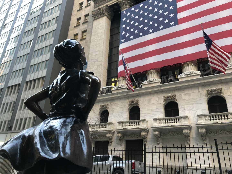 Estatua de 'La niña sin miedo' frente a Wall Street.