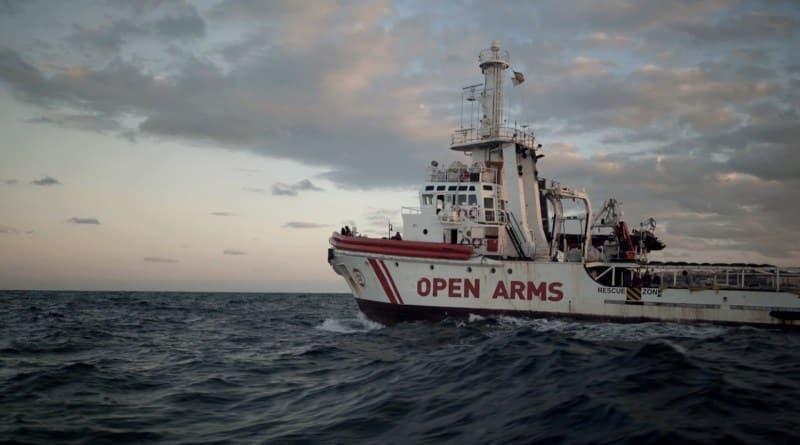 Imagen del barco 'Open arms', en el documental 'Cartas mojadas'.