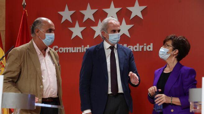 Los responsables de la Consejería de Sanidad de la Comunidad de Madrid, en una rueda de prensa.