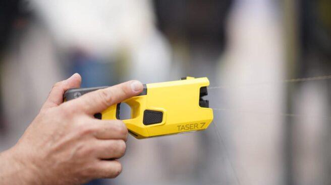 Dispositivo electrónico de control como el que acaba de incorporar la Policía Nacional.