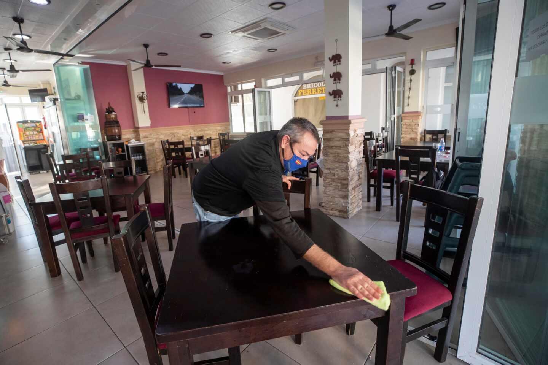 Interior de un restaurante de La Manga del Mar Menor (Murcia).