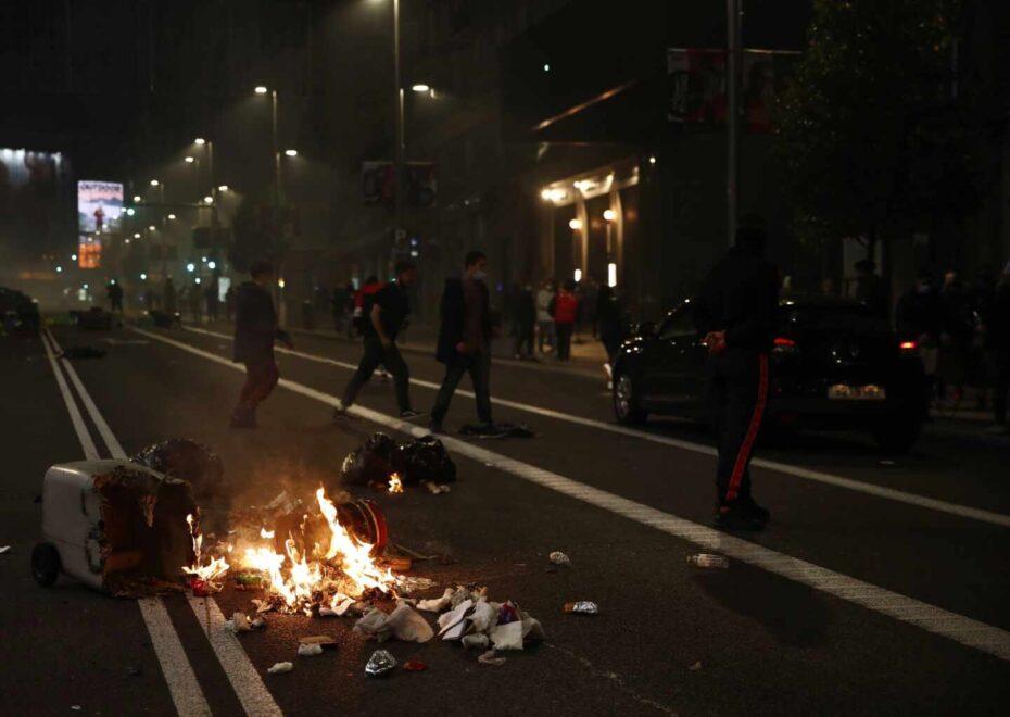 Cubos quemados en el centro de Madrid.