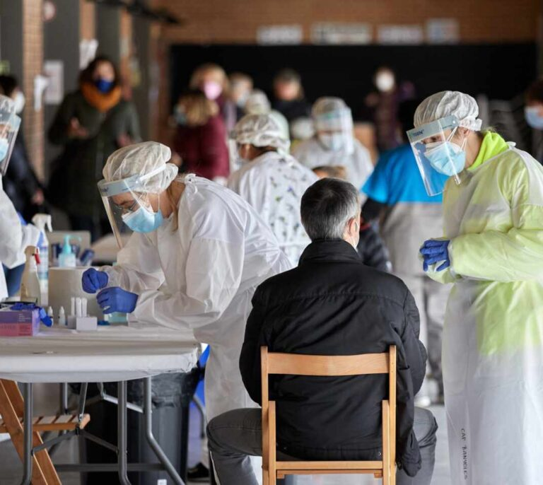 Sanidad registra 10.853 casos y 294 nuevas muertes