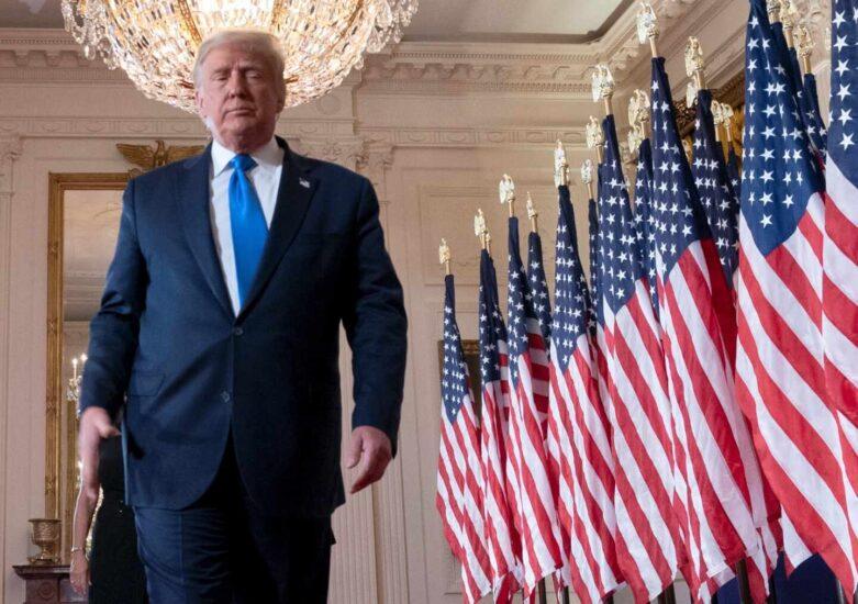 Donald Trump tras dar su discurso en la Casa Blanca en el que ha anunciado que acudirá al Tribunal Supremo