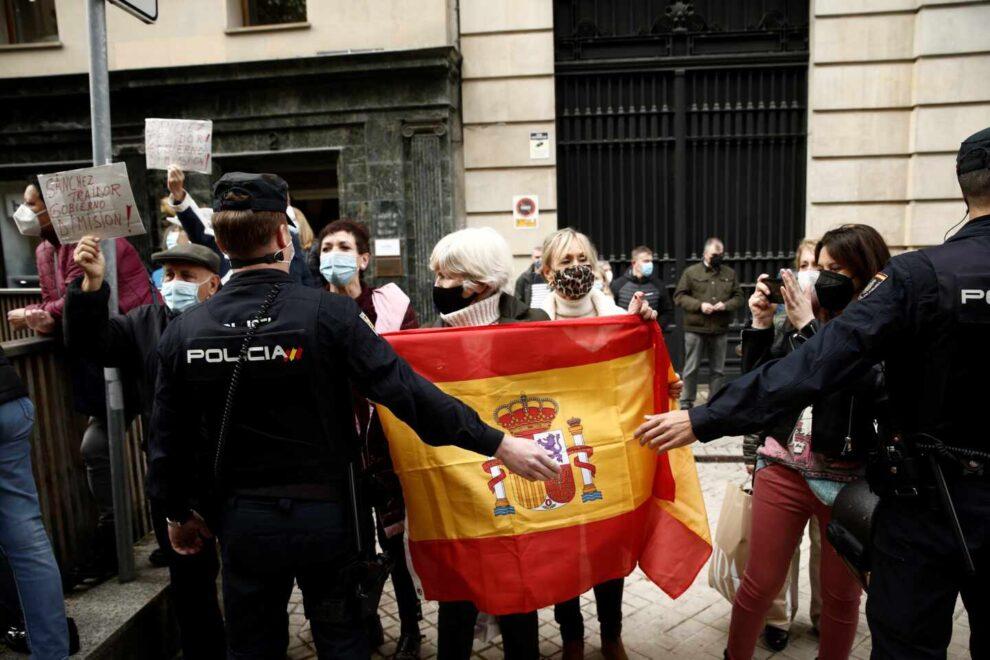 Protestas contra Pedro Sánchez en Pamplona.