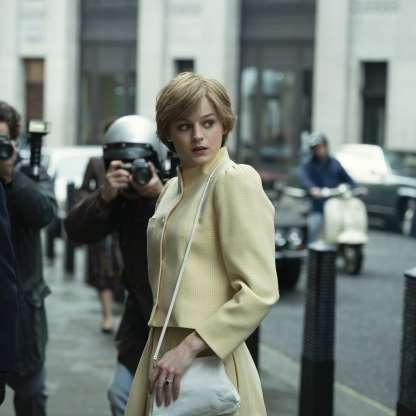 Emma Corrin como Diana Spencer