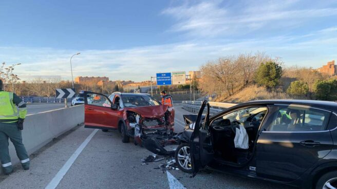 Vehículos siniestrados tras el accidente provocado en Madrid por un 'kamikaze'.