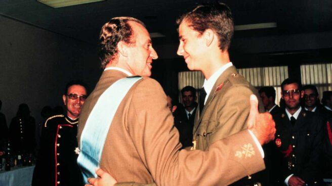 El Rey Felipe VI junto a su padre, el Rey Juan Carlos I