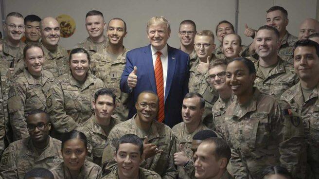 Donald Trump, durante una visita a militares en la base aérea de Bagram, Afganistán.