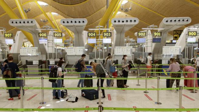 España mantendrá los vuelos con el Reino Unido y evita seguir la línea de Alemania, Francia e Italia