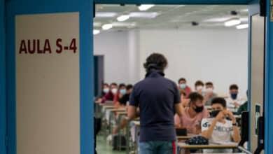 """Cataluña estudia """"hacer test masivos"""" a los profesores tras el parón de Navidad"""