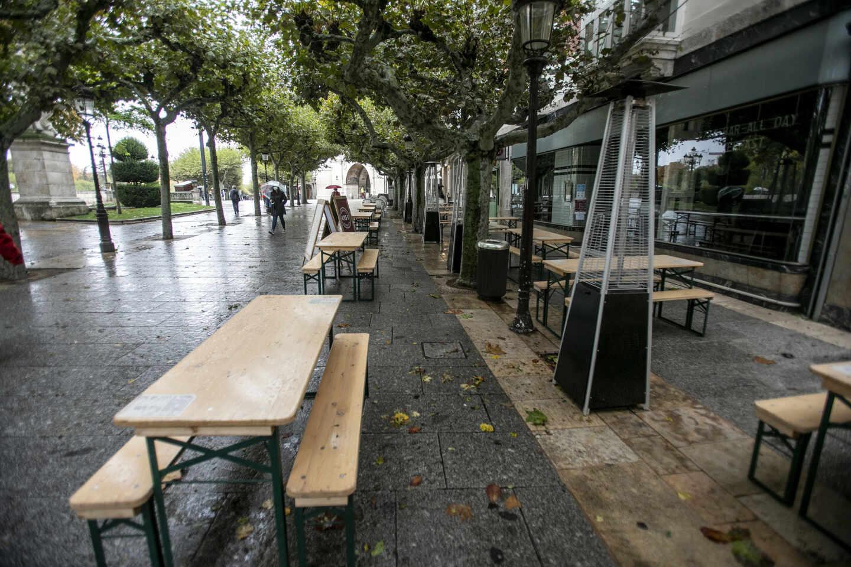 Terrazas vacías en Burgos.