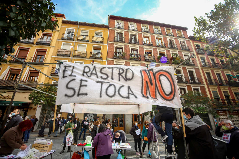 Comerciantes de El Rastro se manifiestan por la reapertura del mercadillo en octubre