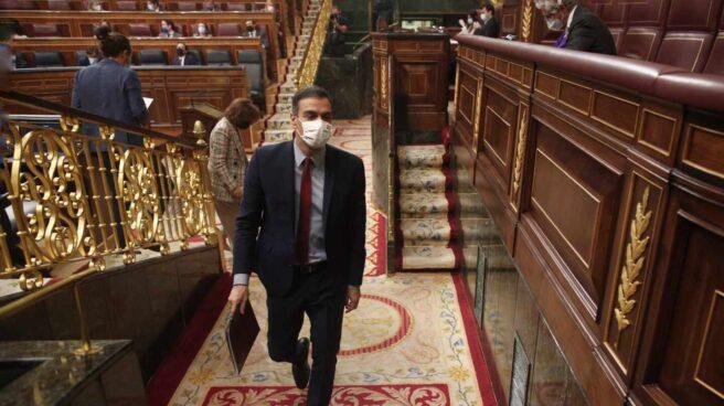 Pedro Sánchez abandona el Congreso.
