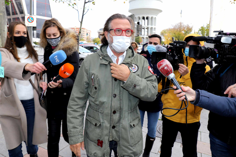 Pepe Navarro llega a los juzgados tras la denuncia de Ivonne Reyes por impago de pensión
