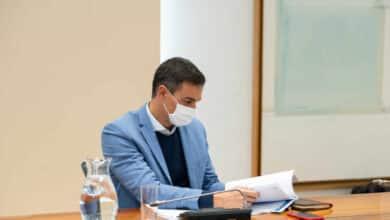 La niebla impide a Pedro Sánchez aterrizar en Pamplona y se retrasa su visita a Navarra
