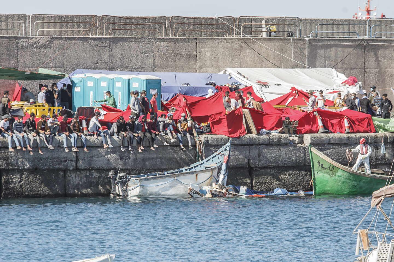 Más de 2.300 inmigrantes, hacinados en el Muelle de Arguineguín