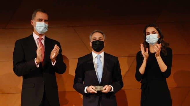 Los Reyes Felipe y Letizia entregan el Premio Francisco Cerecedo al periodista Vicente Vallés,