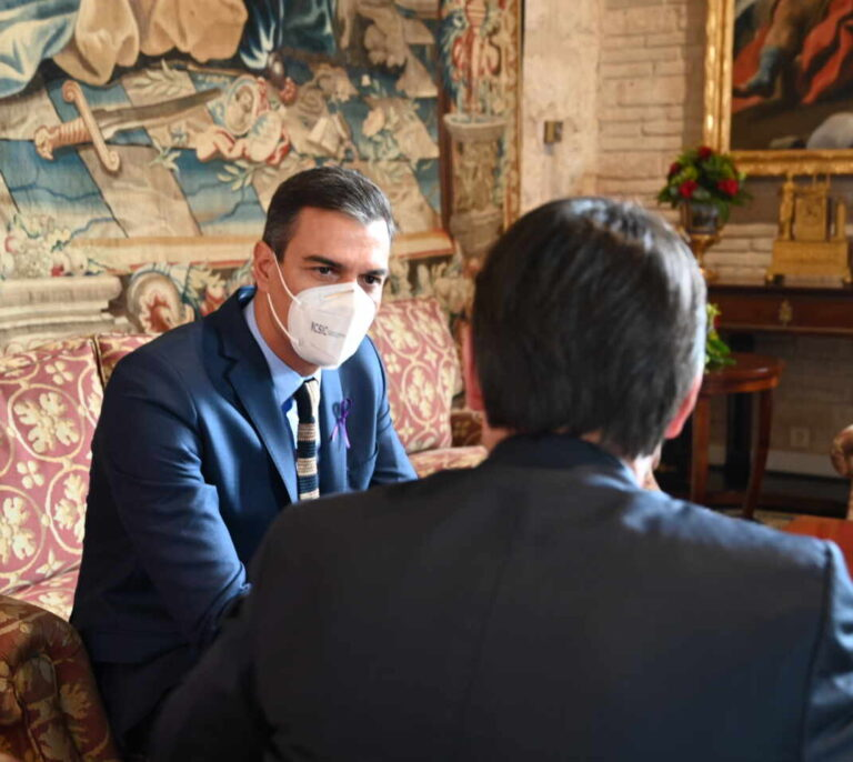 Sánchez insiste en subir impuestos en Madrid y dice que barones del PP están de acuerdo