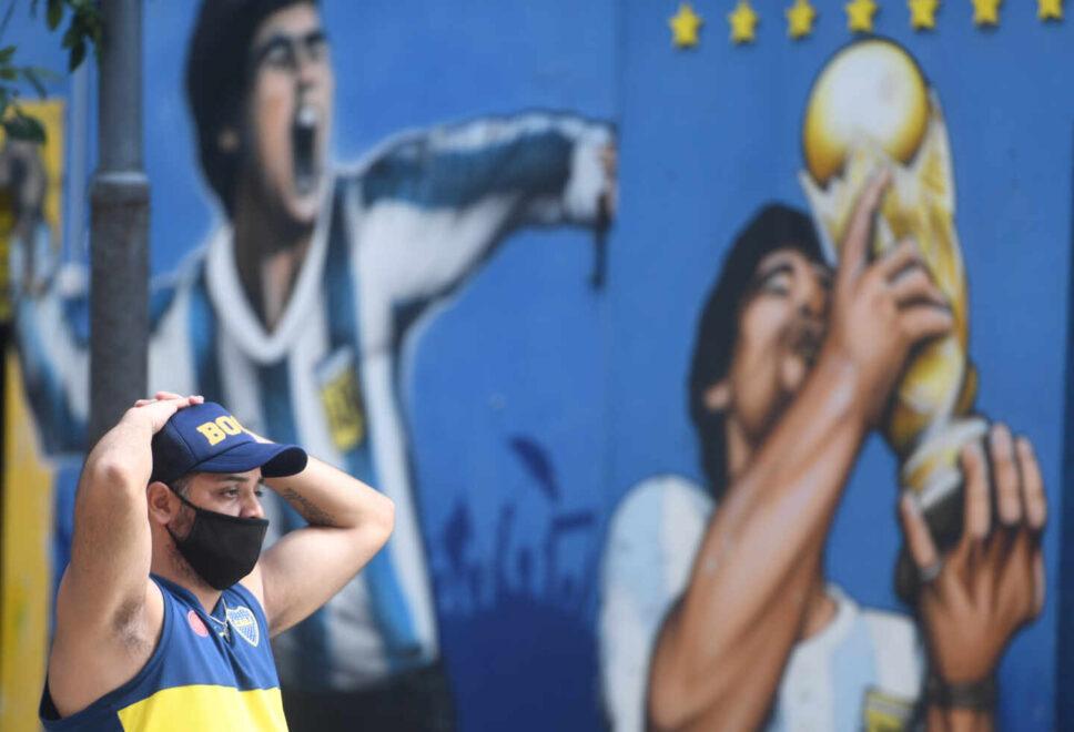 Un aficionado de Boca Juniors, devastado por la noticia. Fernando Gens.