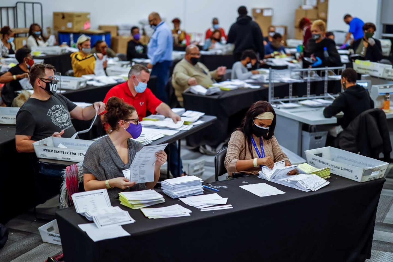 Recuento de votos en Atlanta (Georgia), uno de los estados en disputa entre Donald Trump y Joe Biden.