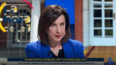 Robles recuerda a Iglesias que el presidente es Sánchez y critica que Podemos actúe como Gobierno y oposición