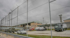 Funcionarios de prisiones denuncian que no les hacen test y guardan la cuarentena a ciegas