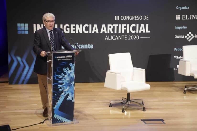 El director de El Independiente, Casimiro García-Abadillo, durante la inauguración del Congreso
