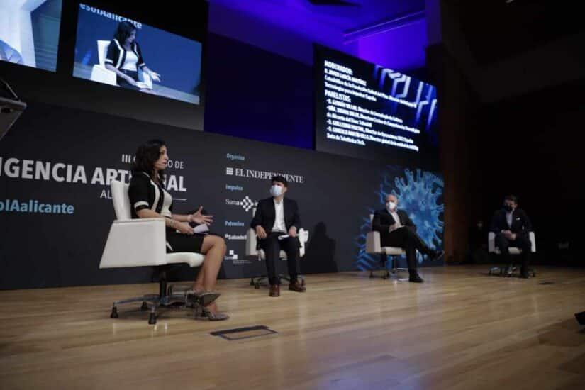 """La tercera mesa de debate se tituló """"La respuesta de las empresas. Innovación, reinvención, adaptación y solidaridad"""""""