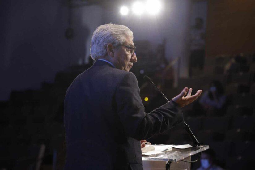 Casimiro García-Abadillo se dirige hacia los asistentes del Congreso
