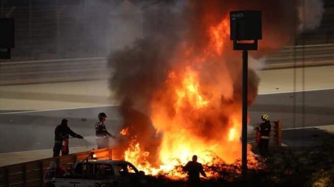 Incendio tras el brutal accidente de Romain Grosjean en el Gran Premio de Bahrein.
