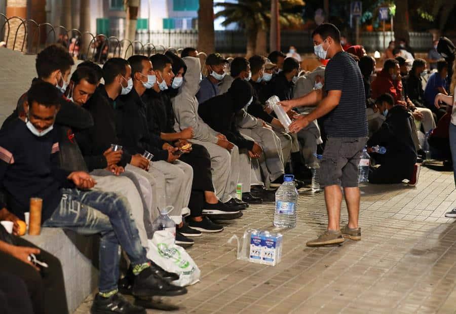 Inmigrantes frente a la delegación del Gobierno en Las Palmas de Gran Canaria.