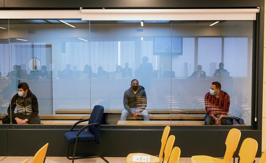 Mohamed Houli Chemial (i) Driss Oukabir (c) y Said Ben Iazza (d) durante el juicio en su contra en la Audiencia Nacional.