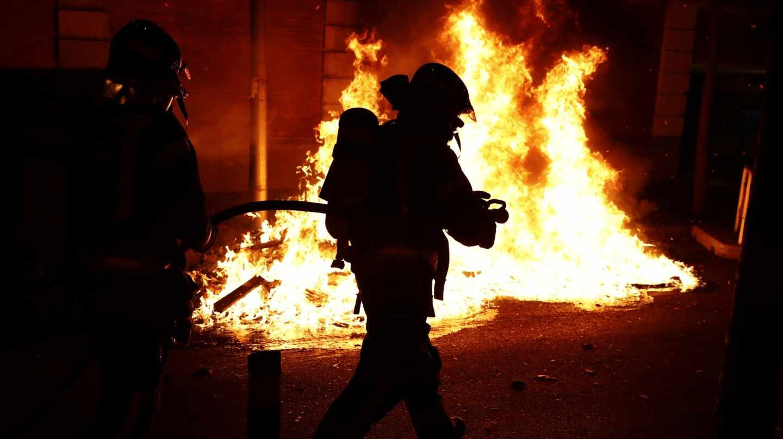 Miembros del cuerpo de bomberos se personan en las calles de Madrid tras las protestas del sábado.