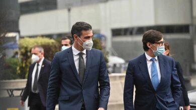 Abucheos a Pedro Sánchez y Salvador Illa durante su visita al Hospital La Paz en Madrid