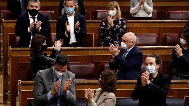 Sánchez, Calvo e Iglesias, en el debate de Presupuestos.