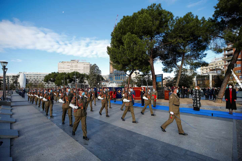 Día de la Constitución: desfile militar en la plaza de Colón (Madrid).