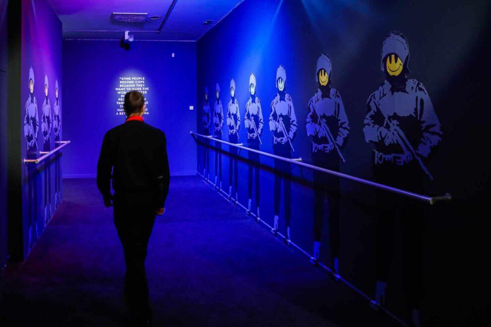Nueva exposición 'Banksy. The street is a canvas' en el Círculo de Bellas Artes de Madrid.