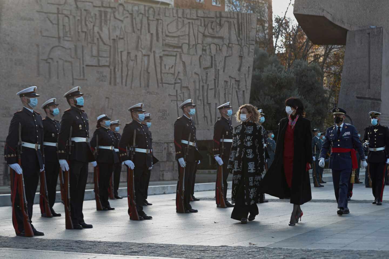 Día de la Constitución: acto oficial de izado de la bandera en Colón.