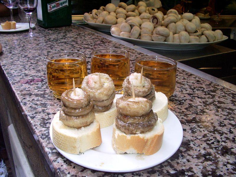 Típica tapa de 'champis' servida en el Bar Ángel de la Calle del Laurel de Logroño.