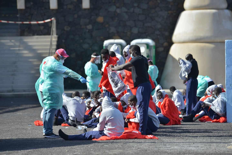 Una patera con 48 personas, una de ellas grave, llega a El Hierro
