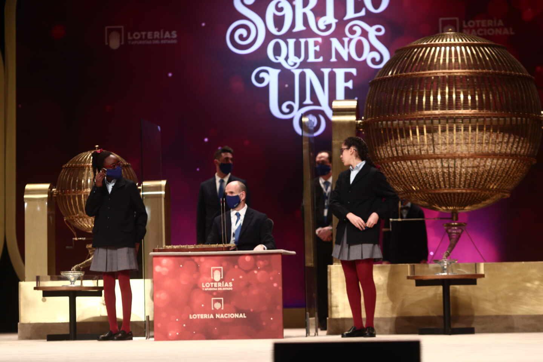 A Ludivina le han tocado ocho décimos del quinto premio, los compró en el funeral de su marido