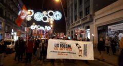 """Unas 250 personas protestan contra la """"represión"""" en una marcha con antorchas en Barcelona"""