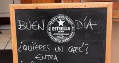 Una cafetería asturiana viraliza sus divertidos mensajes en la pizarra dirigidos a los clientes